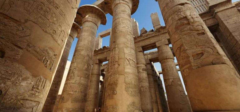 kernak-luxor-columns