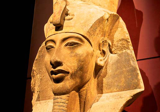 Statue-of-Akhenaten-post