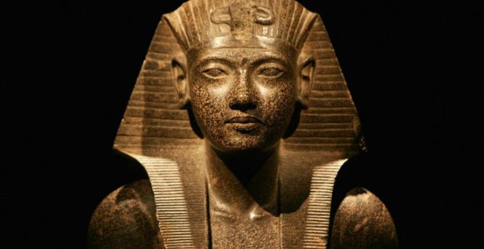 estatua_egipcia_nota